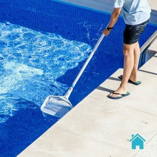 guy-cleaning-pool-spa-dallas